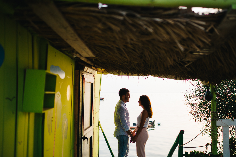 pareja durante sesión fotográfica en San Fernando